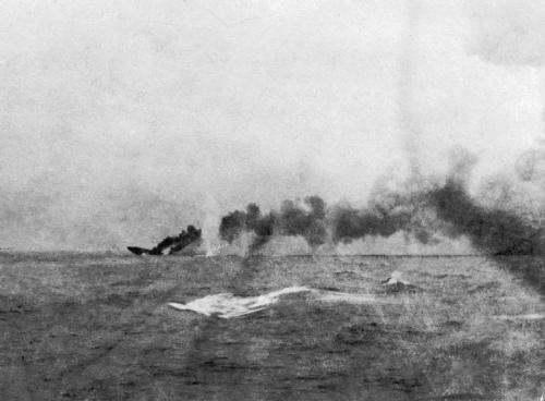 HMS_Indefatigable_sinking